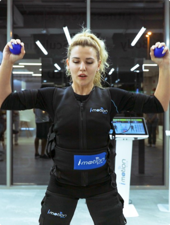 woman doing ems fitness in ucryo